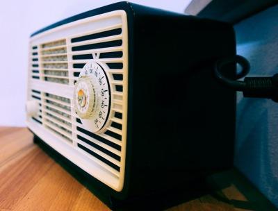 アフィリエイトで稼ぐならラジオCMを聴けコンテンツ力が上がる