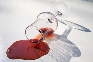 赤ワインの染み抜き方法は白ワインや塩にクリーニング